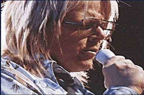 Paul Williams sings