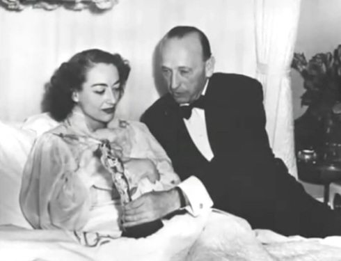 crawford with warner oscar in bed