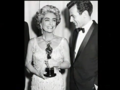 Joan accepts the oscar for Bancroft