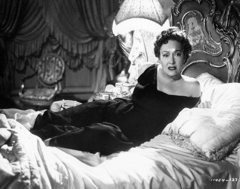Sunset-Boulevard-1950-norma in bed