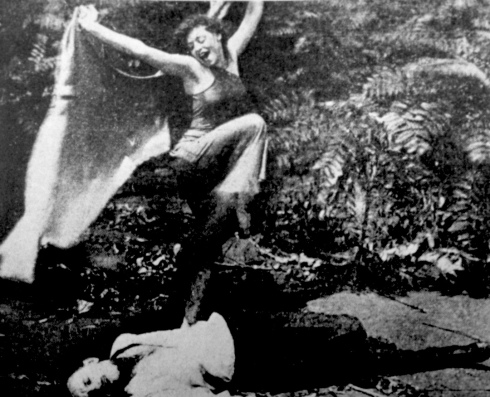 Alice Eis lures Bert FrenchThe Vampire 1913