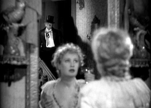 Dr. Jekyll samples his own brew. However, instead of bringing out his goodness, the drug summons out the most evil parts of his personality. He becomes Fredric March (Mr. Hyde) and becomes involved with the prostitute Miriam Hopkins (Ivy Pierson).