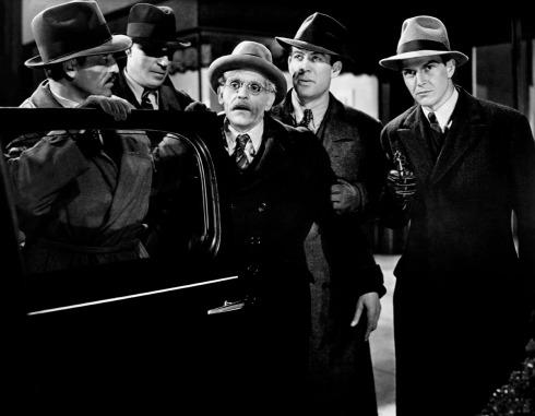 Prod DB © Universal Pictures / DR ALERTE LA NUIT (NIGHT KEY) de Lloyd Corrigan 1937 USA avec Ethan Laidlaw, Frank Hagney, Boris Karloff, Ward Bond et Alan Baxter vieillard, gangster, enlevement, braquer, revolver code universal 785