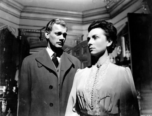 008-agnes-moorehead-theredlist-Tim Holt and Agnes Moorehead in The Magnificent Ambersons directed by Orson Welles, 1942