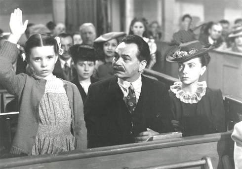 092-agnes-moorehead-theredlist-Selma Jacobson, Edward G. Robinson and Agnes Moorehead in Our Vines Have Tender Grapes directed by Roy Rowland, 1945