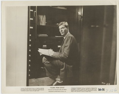 Peter Graves in Killers From Space