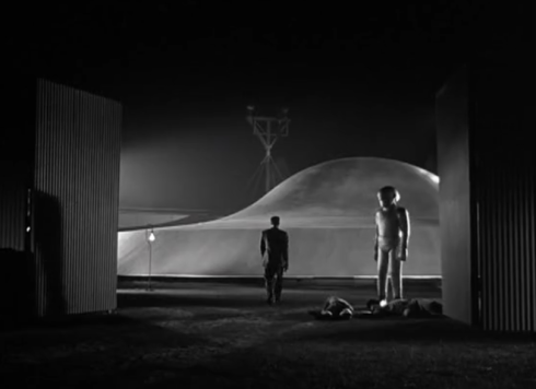 day the earth stood still bobby sees Klaatu with Gort go into his ship
