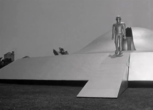 Day the Earth stood Still Gort comes out of ship after Klaatu is shot
